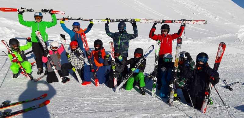 Schuleler im Schnee